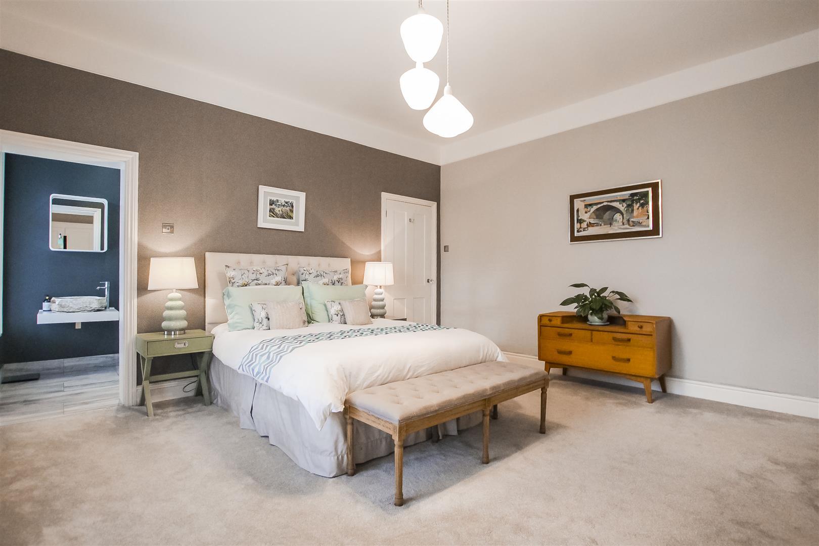 5 Bedroom Detached House For Sale - Bedroom 1